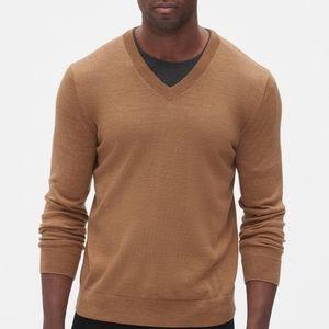 Banana Republic V Neck Sweater: 100% Wool,